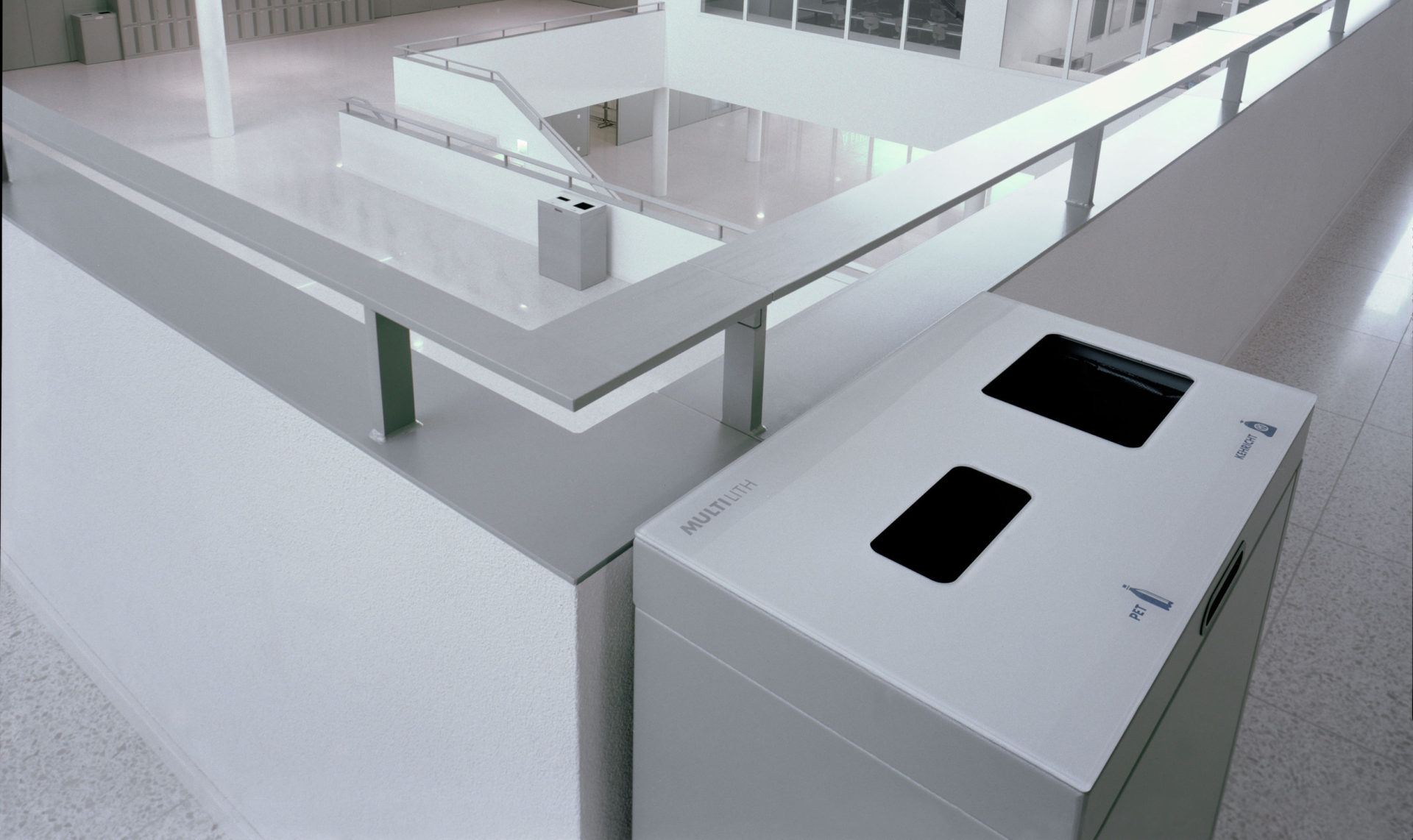 Recyclingstation Oberstuffen Schulhaus Horw Luzern, Multilith 2.0, PET Recycling, Abfalltrennung, Abfall Mobiliar
